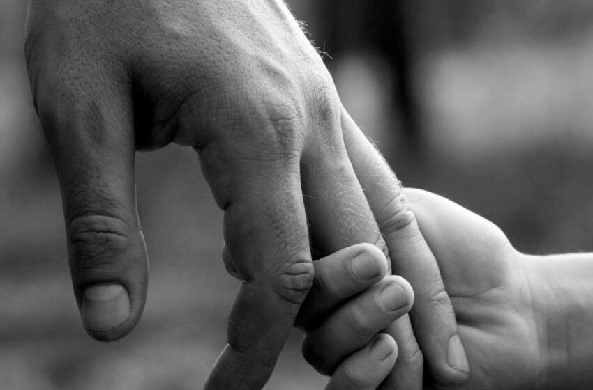 Portami ancora per mano. Poesie per il padre – AAVV